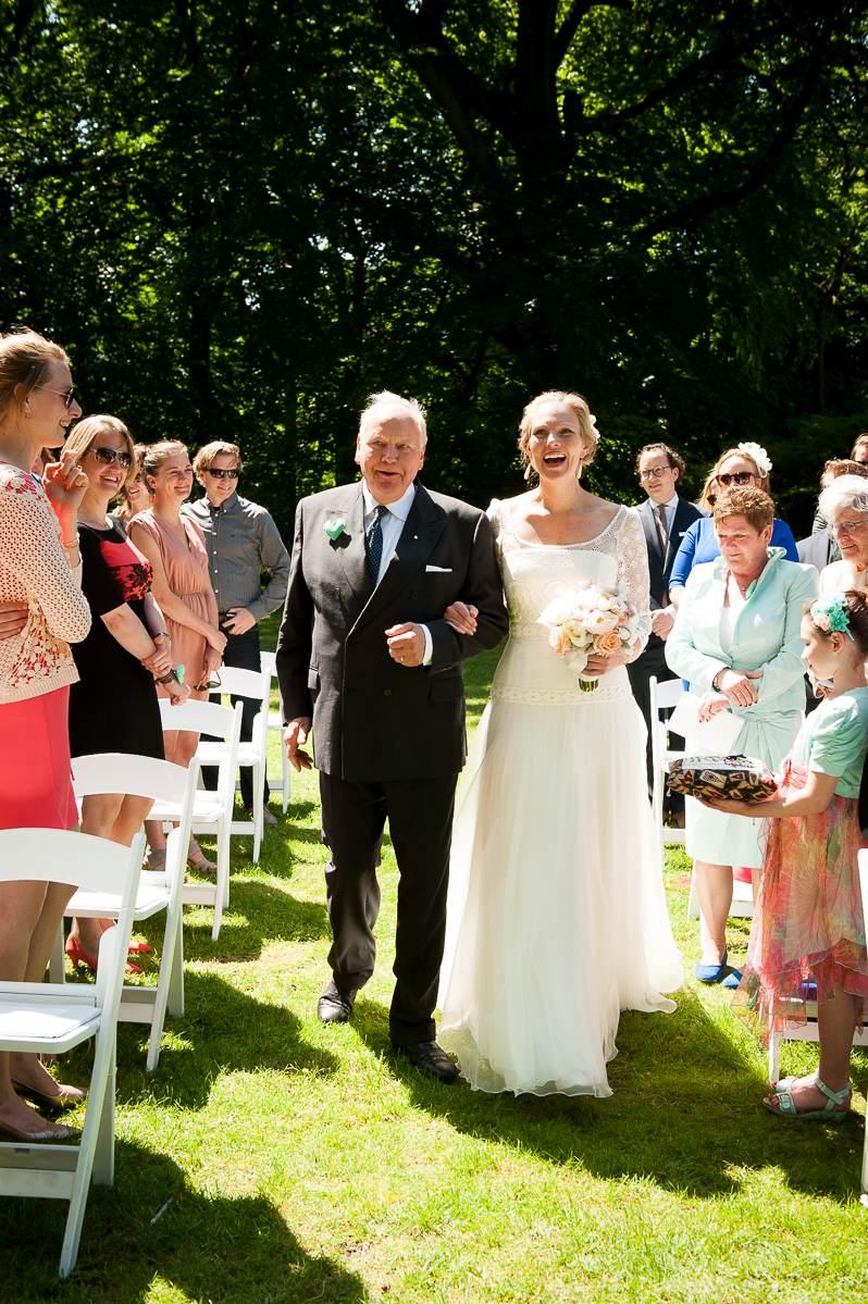 Entree bruid met vader Duin En Kruidberg