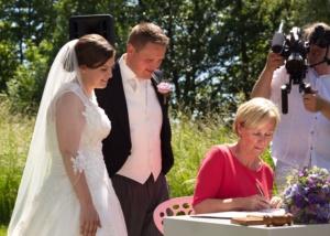 Buitengewoon ambtenaar bij huwelijk Lauren & Erik Paviljoen Puur Diemen Juni 2017
