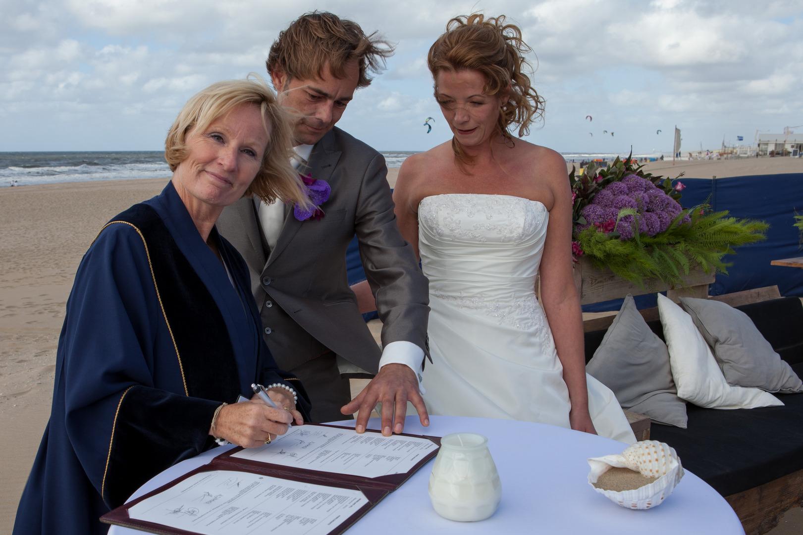 Babs bij huwelijk Melanie & Wouter Beachclub De Klink Noordwijk Augustus 2013