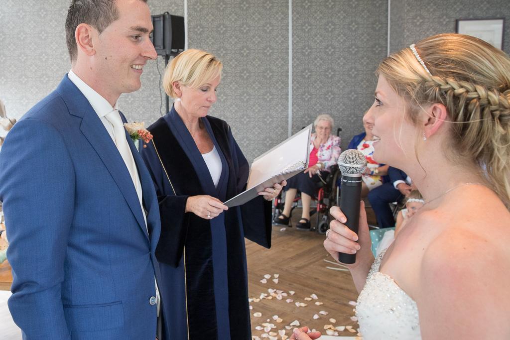 Uitspreken van de vows door bruidspaar