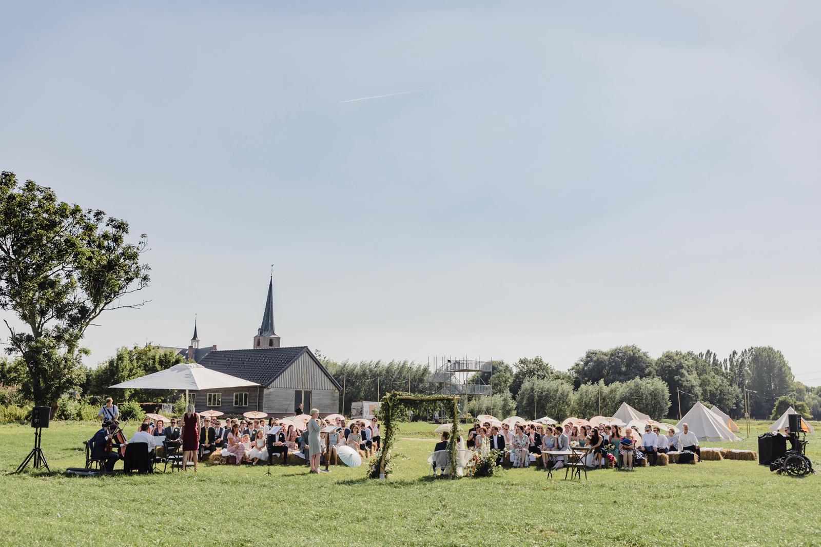 Huwelijk in weiland-Koudekerk aan den Rijn