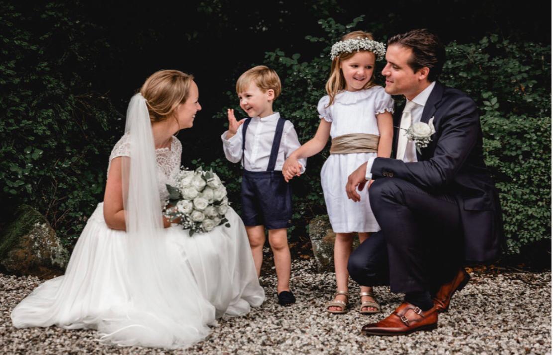 Wedding ceremony with children at Kasteel Wassenaar